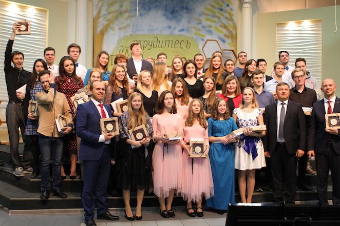 Молодежь Москвы прославила Бога в музыке и пении